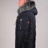 Dunkel blaue Winterjacke für Herren mit einer integrierten Tasche am Ärmel.